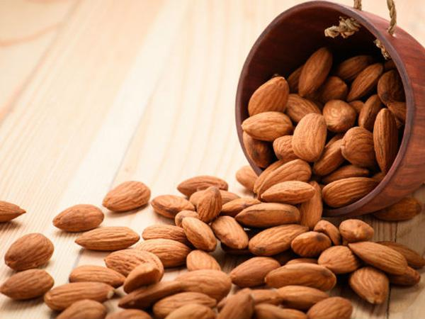How many varieties of almonds are there in India?